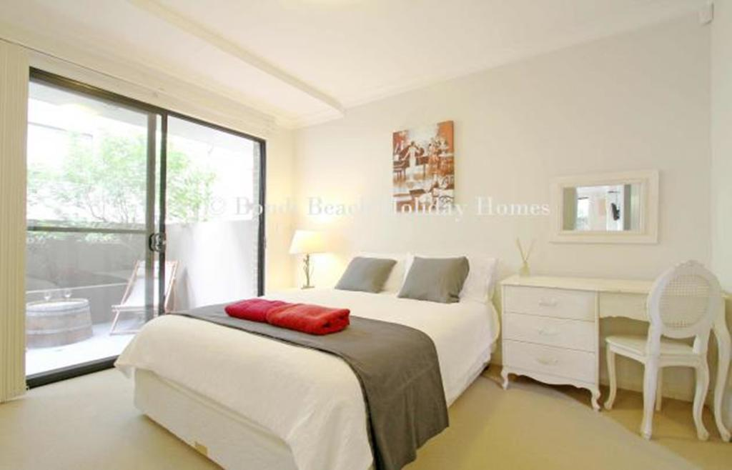 Bondi Beach Garden Apartment - A Bondi Beach Holiday Home